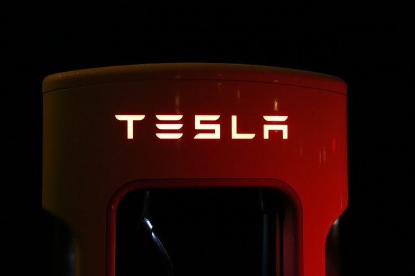 Compra azioni Tesla e ora è milionario